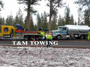 Heavy Wrecker in place during towing service recovery